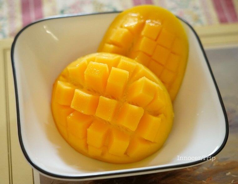 カットしたマンゴー
