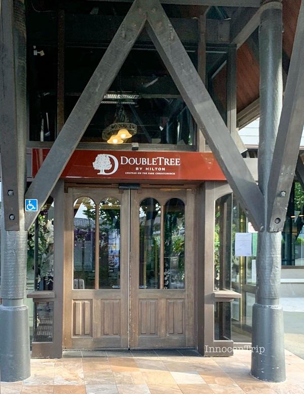 シャトー オン ザ パーク - クライストチャーチ ホテル入り口