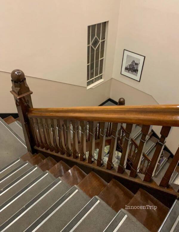 イビスホテルの共用階段