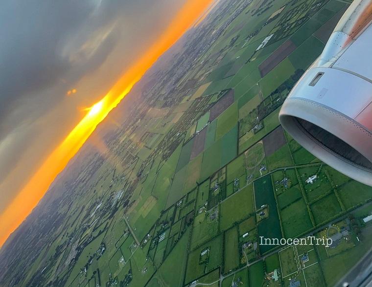 ニュージーランド上空の朝日