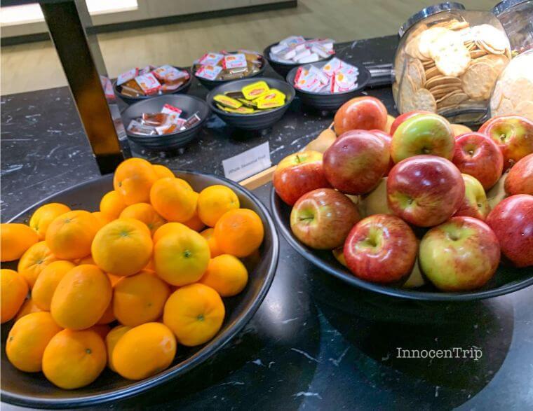 ラウンジの食事 フルーツ