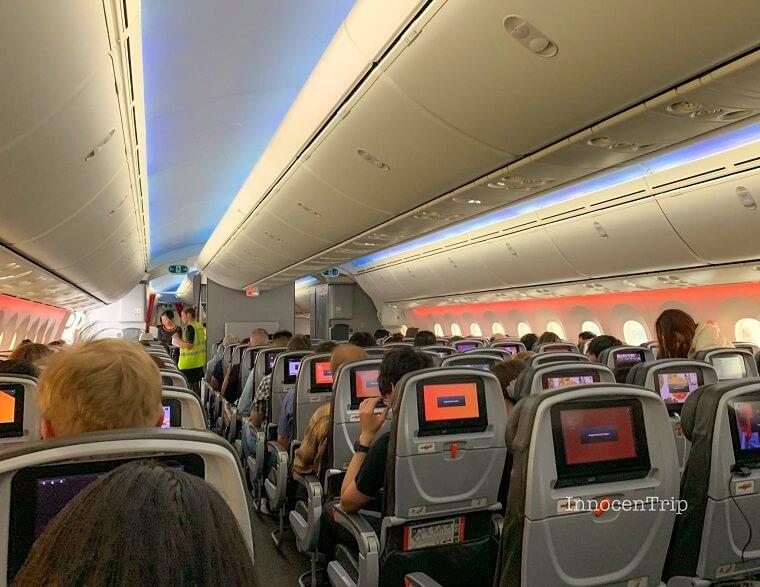 JQ11便の機内