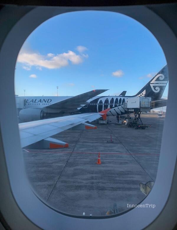 オークランド空港 ジェットスターの機内の窓より
