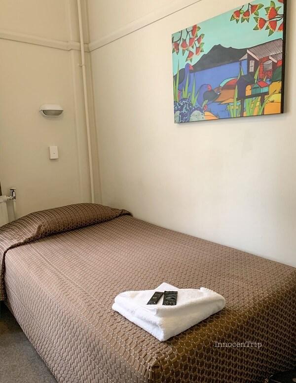 個室のベッド