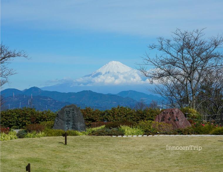 富士山と石碑