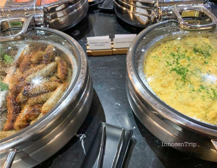 ラウンジの食事 ウインナー・卵