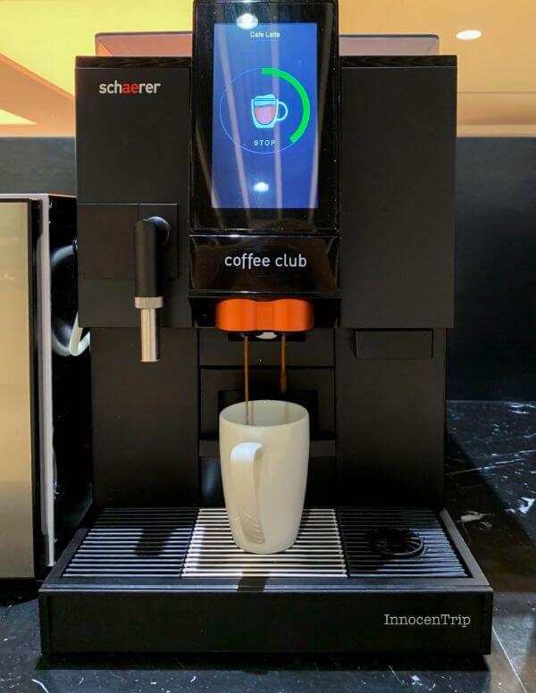 ラウンジのコーヒーメーカー