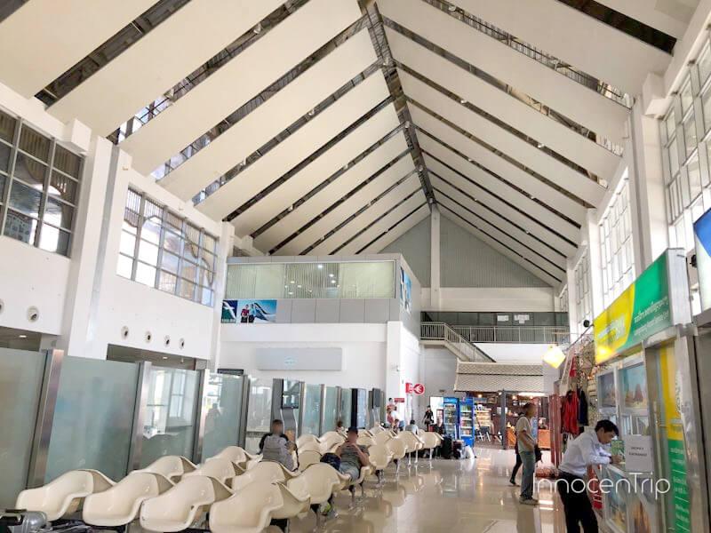 ルアンパバーン空港の待合室