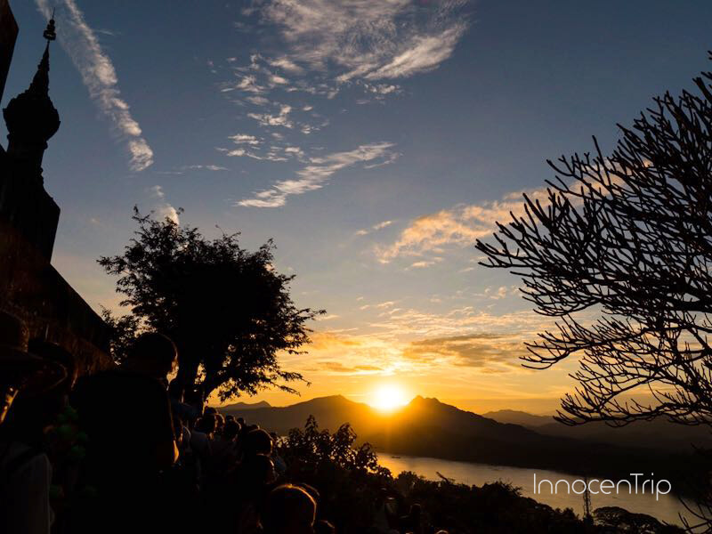 プーシーの丘の夕日